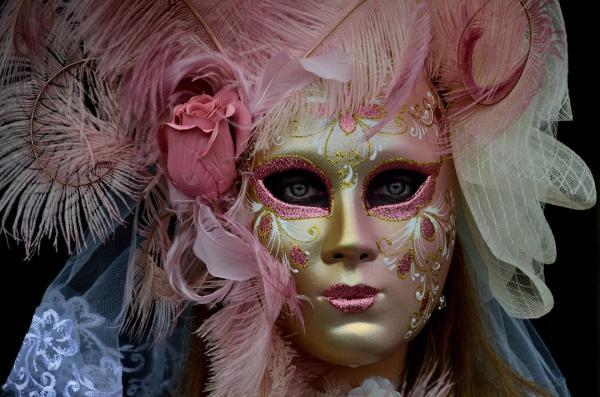 19 - Masque