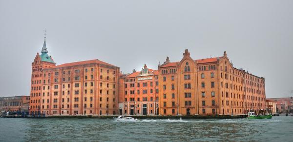 28 - Canal de la Giudecca . Hôtel Hilton Molino Stucky
