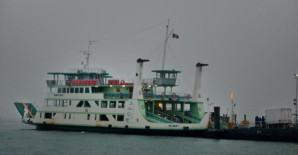 30 - Canal de la Giudecca . Ferry