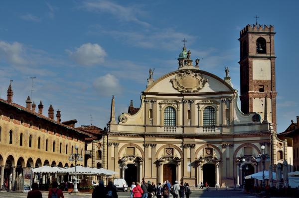 41 - Vigevano - La Place Ducale - La Cathédrale