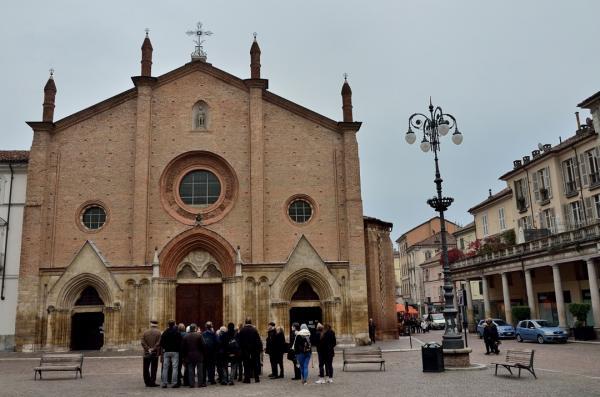 DSC_3291.a - Asti - Place et église San Secondo