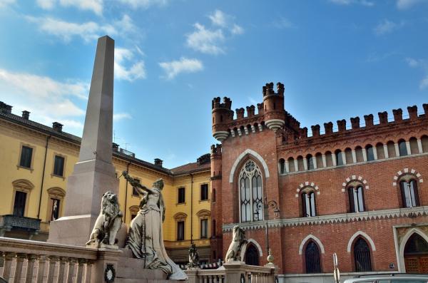 DSC_3368.a - Asti Piazza Roma - Monument de l'Unitée de l'Italie
