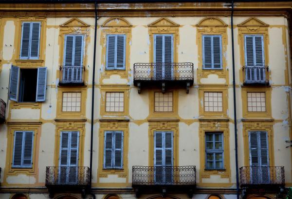 Balconi nel centro di Alba